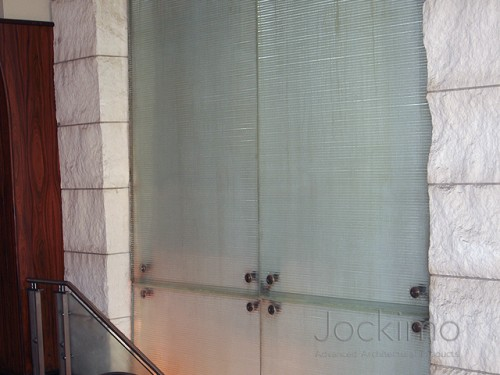 juryshotel glasswaterfall close2