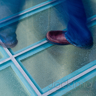 jockimo-4sale-UP-glassfloor-